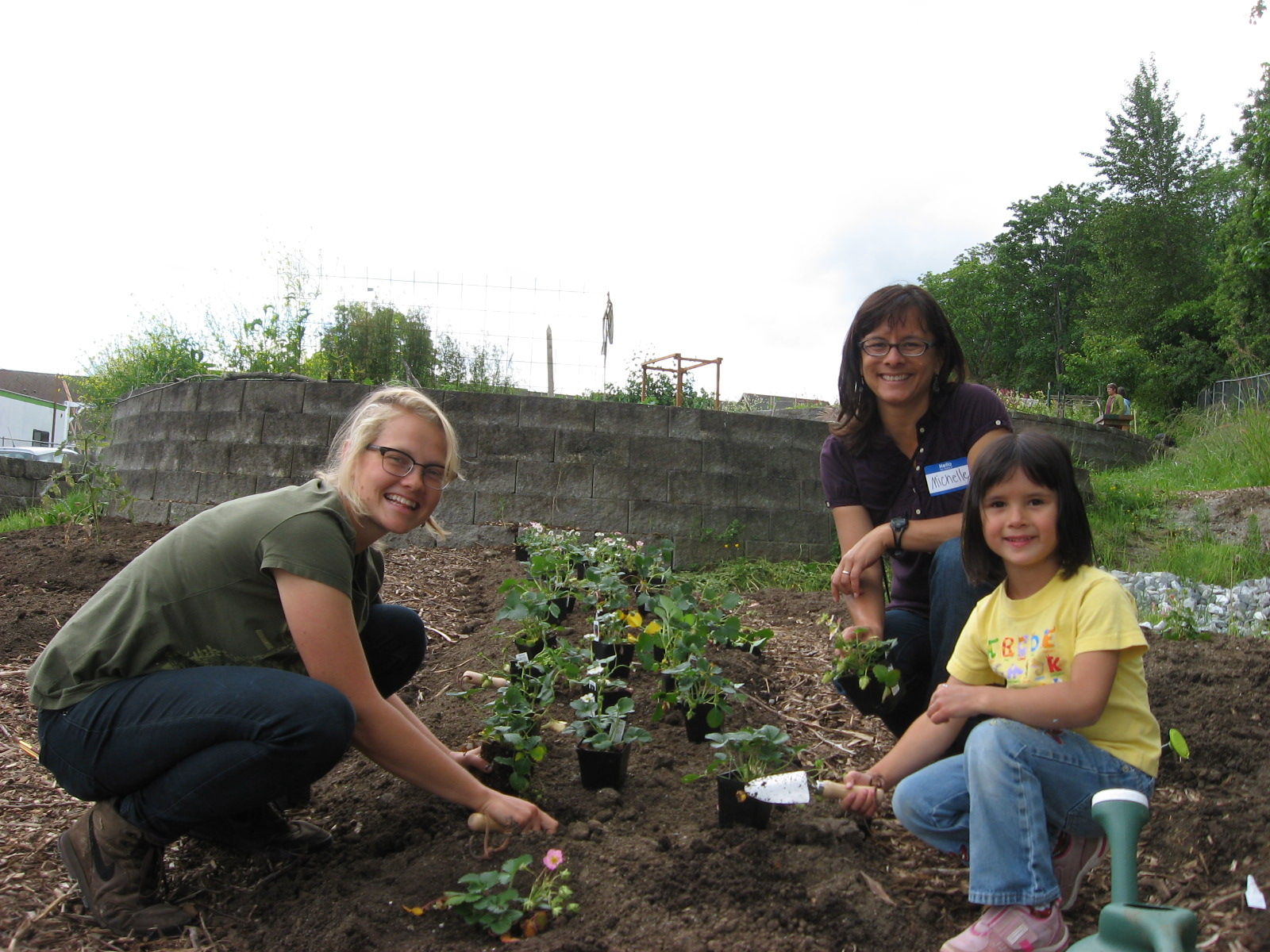Michelle (center) with her duaghter (r) and staff member Amelia Swinton (l)