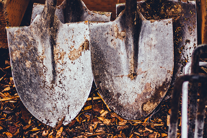 Shovels (photo by Noam Almosnino)