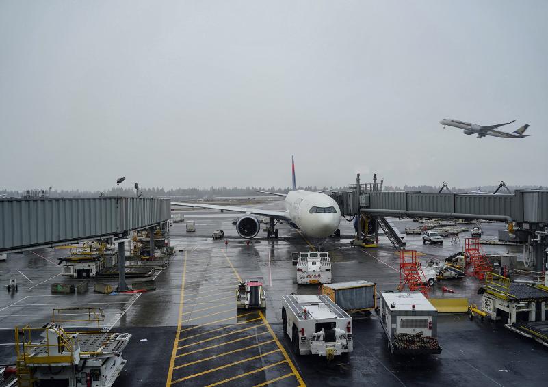 Airplanes at Sea-Tac Airport